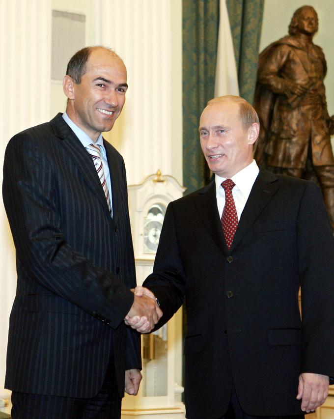 Более интенсивные политические отношения между Словенией и Россией стали выстраиваться только в годы первого правительства Янеза Янши, который посетил Москву в 2006 году.